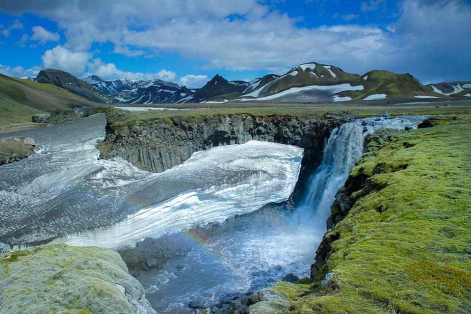cachoeira Islândia viajar sozinho